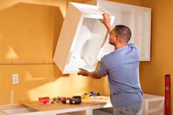 Для установки шкафчиков и более тяжелых предметов на гипсокартон используются анкерные болты и винты