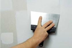 Выравнивание стен перед монтажом потолка из гипсокартона.