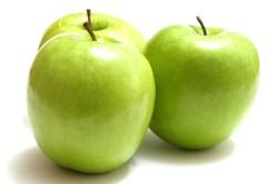 Польза зеленых яблок при запорах