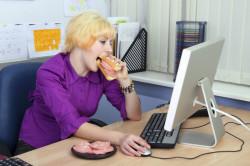 Сидячий образ жизни и вредная пища - причина образования геморроя