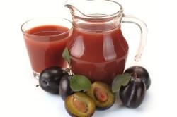 Сливовый сок для профилактики запоров