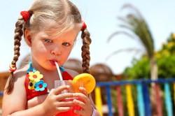 Употребление соков - одна из причин поноса у ребенка